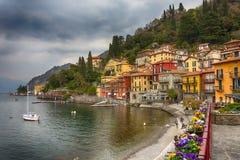 Bunte Häuser in Varenna, ein kleines Dorf entlang See Como stockfotografie