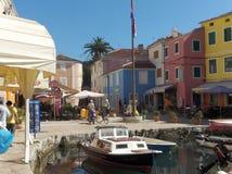 Bunte Häuser in Veli Losinj, Kroatien, Europa Lizenzfreie Stockfotografie