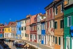 Bunte Häuser von Burano Stockbild