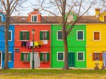 Bunte Häuser von Burano-Insel lizenzfreie stockfotos