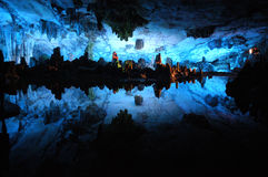 Bunte Höhle in Guilin Stockbilder