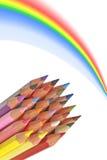 Bunte hölzerne Bleistifte mit Regenbogen stockfotos