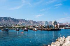 Bunte hölzerne Fischerboote im Hafen in Antofagasta herein Stockbild