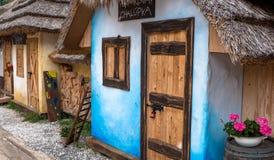 Bunte hölzerne Häuschen, Bojnice - Slowakei Stockfoto