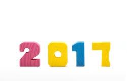 Bunte hölzerne Zahl des neuen Jahres 2017 lokalisiert auf weißem Hintergrund Lizenzfreies Stockbild