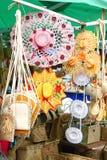Bunte Hüte im Verkauf, Rodrigues Island stockfotos