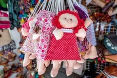 Bunte handgemachte Puppen in Olinda, Pernambuco, Brasilien stockfoto