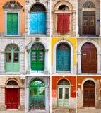 Bunte Haustüren zu den Häusern Stockfotografie