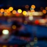 Bunte helle Lichter auf dunklem Nachthintergrund Stockfoto