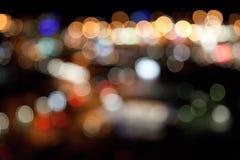 Bunte helle Lichter auf dunklem Nachthintergrund Stockbild
