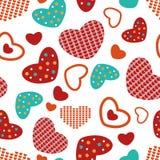 Bunte Herzen des nahtlosen Musters auf weißem Feld Stockfoto