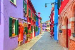 Bunte Häuser auf Burano-Insel, nahe Venedig, Italien Stockbild