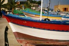 Bunte italienische Boote stockbild