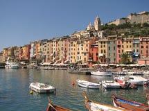 Bunte italienische Stadt Lizenzfreie Stockbilder