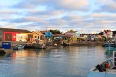 Bunte Kabinen auf dem Insel oleron Frankreich stockbild