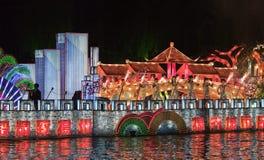 Bunte Kanalparade nachts, Yangzhou, China stockfotografie