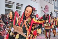 Bunte Karnevalszahl mit hölzerner Ratsche stockbild