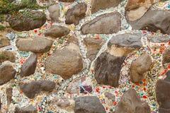 Bunte keramische Musterdekoration mit den Kieseln gemacht vom pebbl Stockfotos