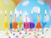 Bunte Kerzen für Geburtstag Stockfotografie