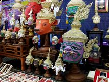 Bunte Khon-Masken an einem OTOP angemessen lizenzfreie stockfotografie