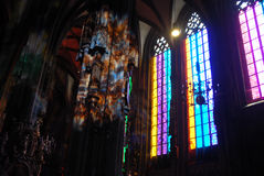 Bunte Kirche lightin Str.-Stephen stockfoto