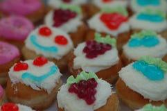 Bunte kleine Kuchen Stockfoto