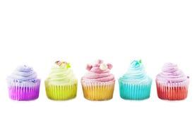 Bunte kleine Kuchen auf einem weißen Hintergrund Stockfotos