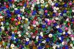 Bunte kleine Perlen Stockfoto