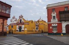 Bunte Kolonialhäuser in Trujillo im Stadtzentrum gelegen, Peru Lizenzfreie Stockfotografie