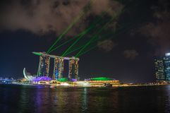 Bunte Laser-Show, beleuchten Leistung bei Marina Bay Sands, singen Stockfotografie