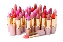 Bunte Lippenstifte lokalisiert auf weißem Hintergrund, Make-up lizenzfreie stockfotos