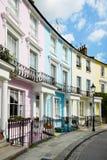 Bunte London-Häuser im Primelhügel lizenzfreie stockfotos