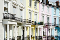 Bunte London-Häuser im Primelhügel lizenzfreie stockfotografie