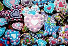 Bunte Mischung von Honey Cookies, Herz, Schmetterling formte Stockbilder