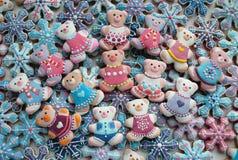 Bunte Mischung von Honey Cookies, Teddy Bear, Schneeflocken formte Lizenzfreies Stockbild