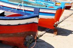 Bunte Mittelmeerfischerboote, Sizilien Stockfoto