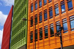 Bunte moderne Gebäude-Fassade, London, Großbritannien Stockfotos