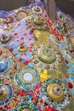 Bunte Mosaikfliesen und Tonwareneinzelteile bei Wat Pha Sorn KaewWat Phra Thart Pha Kaewin Khao Kho, Phetchabun, Norden-zentrales lizenzfreie stockfotos