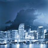 Bunte Nachtansicht der Stadt von Miami Florida stockfoto