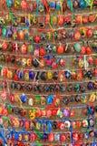 Bunte Ostereier in den Reihen für Hintergrund Stockfoto