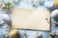 Bunte Ostereier Hintergrund mit Ostereiern stockfoto