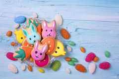 Bunte Ostern-Bonbons stockbild