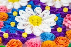 Bunte Papierrüschenblumen Stockfoto