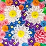 Bunte Papierrüschenblumen Stockfotos
