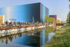 Bunte Pavillons reflektierten sich im Abzugsgrabenwasser, AUSSTELLUNG Mailand 2015 Lizenzfreie Stockfotos