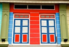 Bunte Peranakan-Fassade lizenzfreie stockbilder
