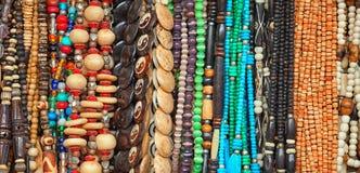 Bunte Perlen gemacht von den verschiedenen Materialien auf Markt Indien raj Lizenzfreie Stockfotografie