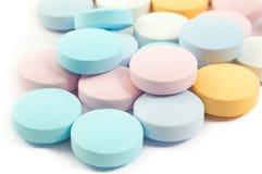 Bunte Pillen und Drogen Stockbild