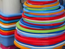 Bunte Plastikschüsseln Lizenzfreies Stockbild