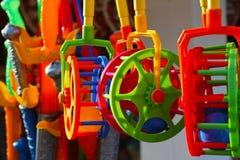 Bunte Plastikspielwaren Lizenzfreie Stockfotos